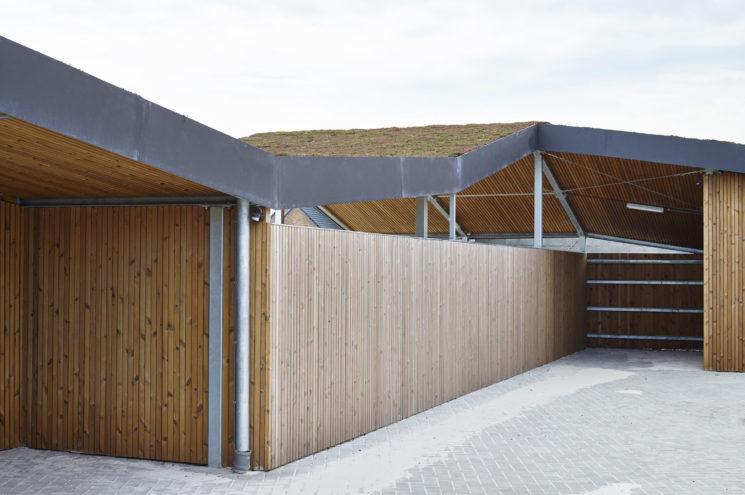 Speciale carport met bergruimtes – Westkerke
