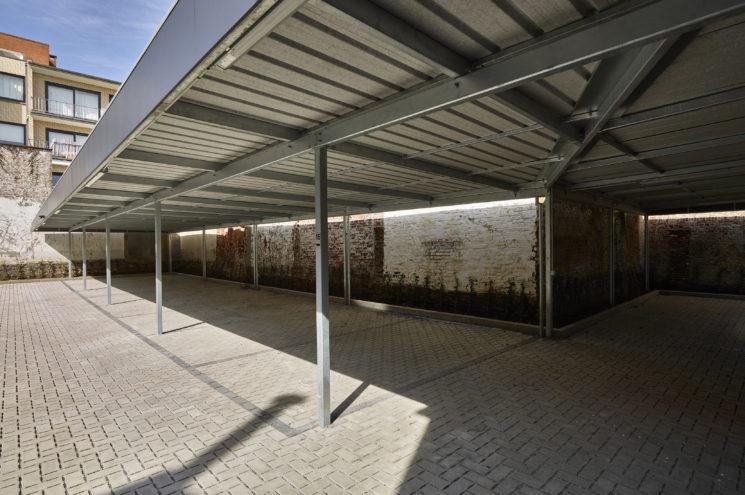 Carport bij appartementsgebouw – Ronse