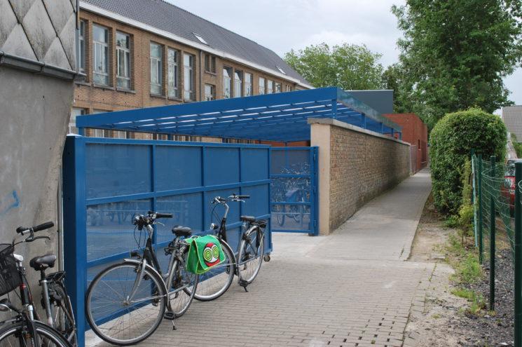 Speelplaatsoverkapping & fietsenstalling Eernegem